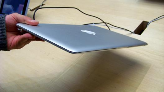 Espessura do Macbook Air: clique para ampliar